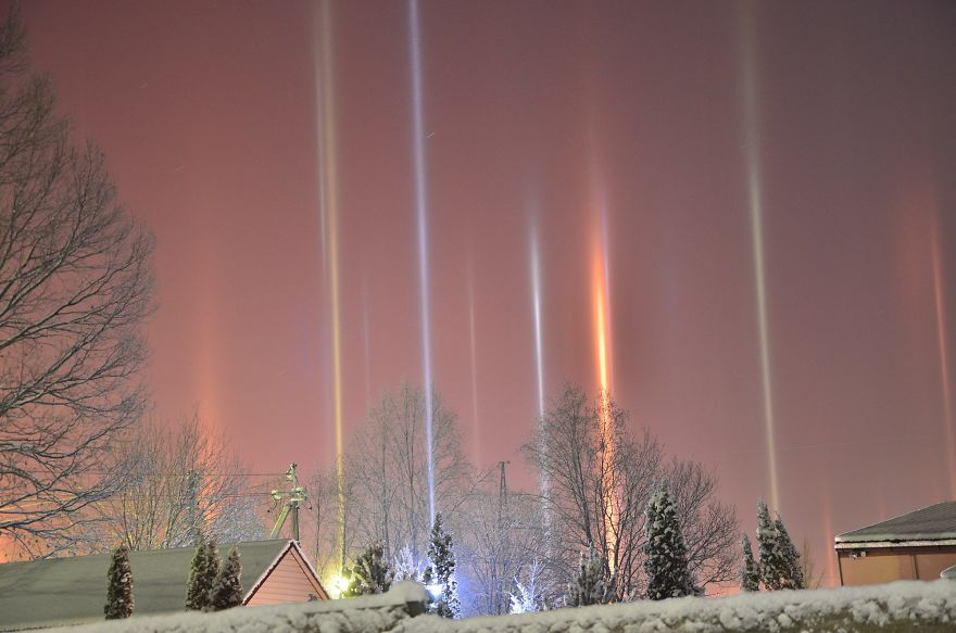 light-pillars-night-sky-ontario-timothy-joseph-elzinga-33-58788f12b9589__880
