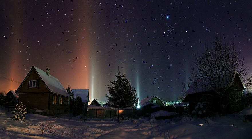 light-pillars-night-sky-ontario-timothy-joseph-elzinga-34-58788f15cf9ee__880