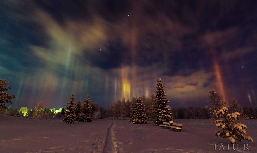 light-pillars-night-sky-ontario-timothy-joseph-elzinga-42-58788f27bdc99__880