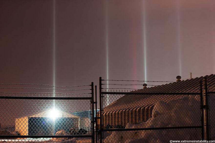 light-pillars-night-sky-ontario-timothy-joseph-elzinga-21-58788ef5efcea__880