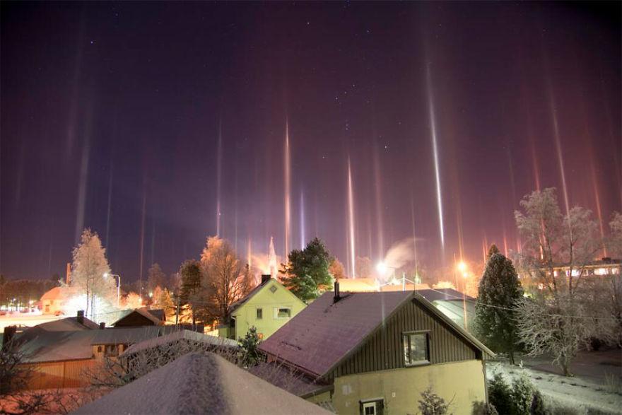 light-pillars-night-sky-ontario-timothy-joseph-elzinga-23-58788efa76eb6__880