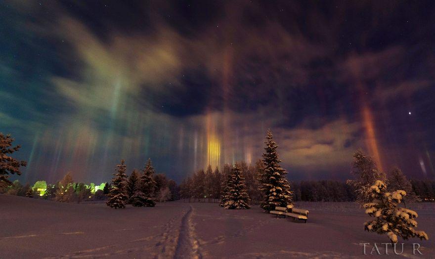 light-pillars-night-sky-ontario-timothy-joseph-elzinga-42-58788f27bdc99__880